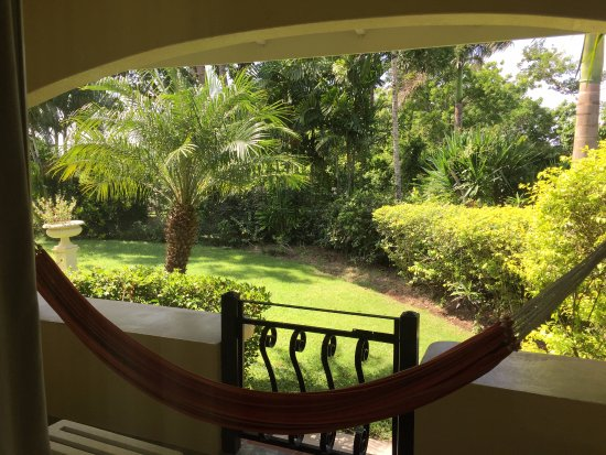 San Ignacio Resort Hotel: Looking out into the garden