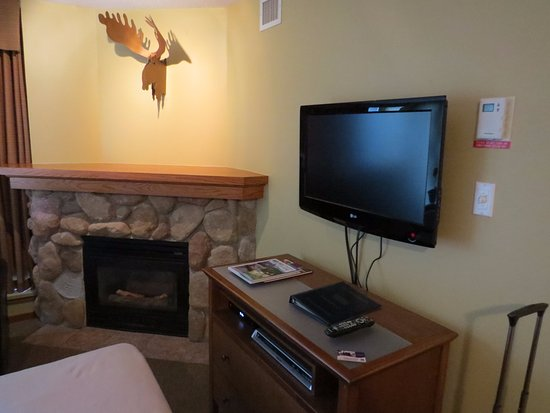 Whistler Cascade Lodge: Love the moose on the wall!