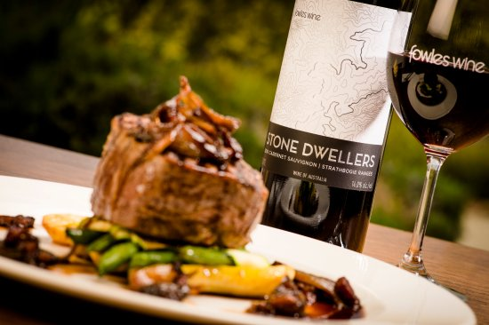 Fowles Wine Cellar Door and Cafe: Stone Dwellers cabernet with eye fillet