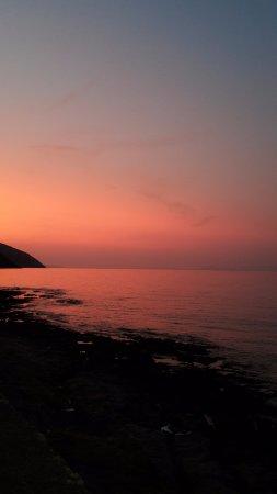 Μανώλης: Ηλιοβασίλεμα από την Βορεινή πλευρά, στην ταβέρνα