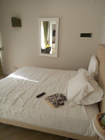 Hotel Milton Roma : вот что встречает вас сразу по входу в номер, по правую руку