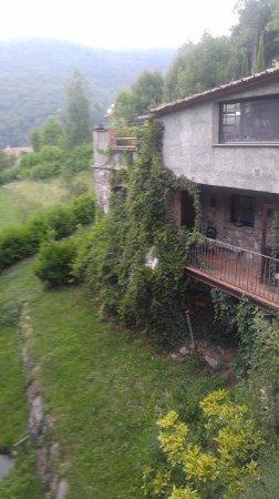 Hotel La Coma: זה הנוף מהמרפסת, גינה מקסימה, נחלים זורמים מסביב
