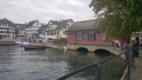 Maennedorf, سويسرا: destra il ristorante