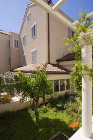 Hotel Croatia: inner garden