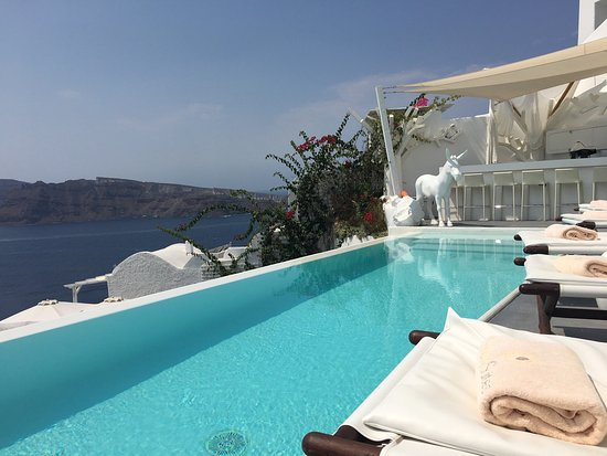 Canaves Oia Hotel: What a lovely hotel. It's one of the newest hotels in Santorini.