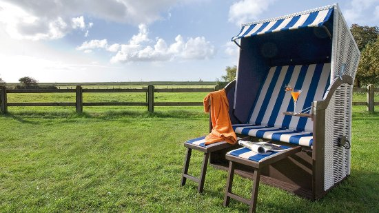 Hotel Inselfriede: Liegewiese mit Strandkörben