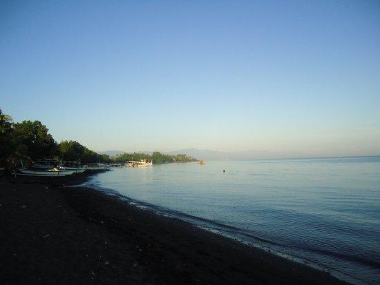 Lovina Beach: Uma piscina: Sem ondas!