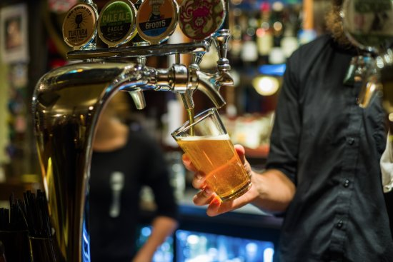 The Fork and Tap : 19 NZ craft beers on tap, including 3 hand-pumps