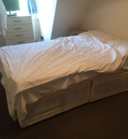 A to B Hotel: dwarf size broken bed