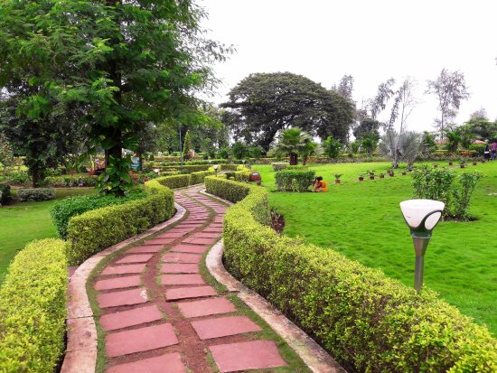 Nakshatra Garden: Nice Walking Path Inside
