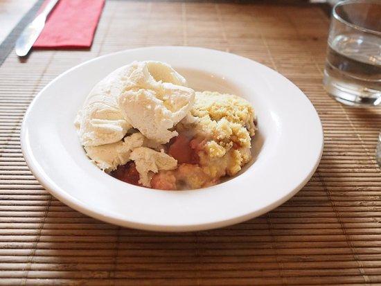 The Bean Inn Vegetarian Restaurant: Apple Crumble and Ice Cream