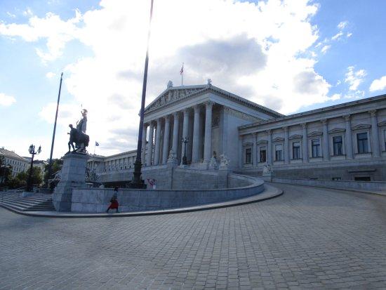 Parliament Building: Exterior