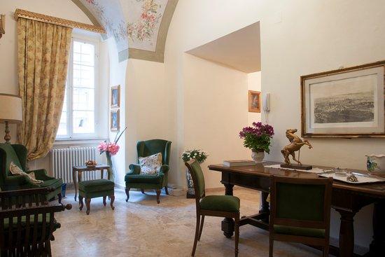 Soffitto A Volta Affrescato : L antico soggiorno con i soffitti a volta affrescati ed il