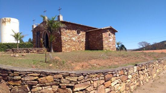 Ibertioga: Lateral da Igreja