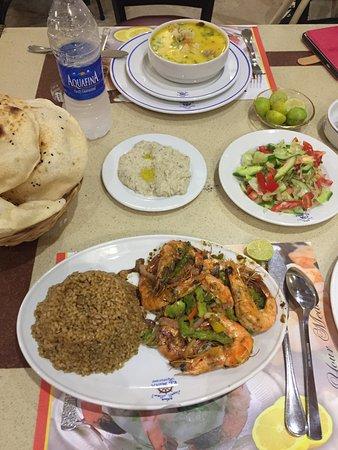 El Mina Restaurant : Oto posiłek za 100 EGP, zupa z owocami morza, grillowane krewetki oraz dodatki. PYCHA!!!!!