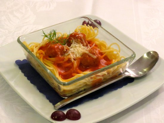 The Blue Beetroot Hotel: Children's Menu - Spaghetti with Meatballs in Tomato Sauce