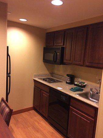 Homewood Suites by Hilton Portland: Kitchen area