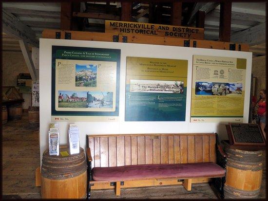 Merrickville, Canadá: A Well organized Display