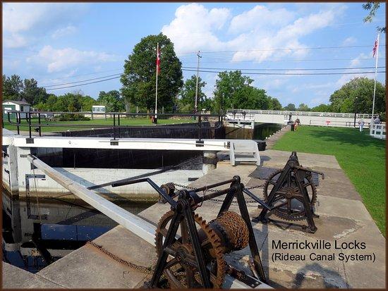 Merrickville, كندا: The Merrickville Locks Directly Facing the Blockhouse