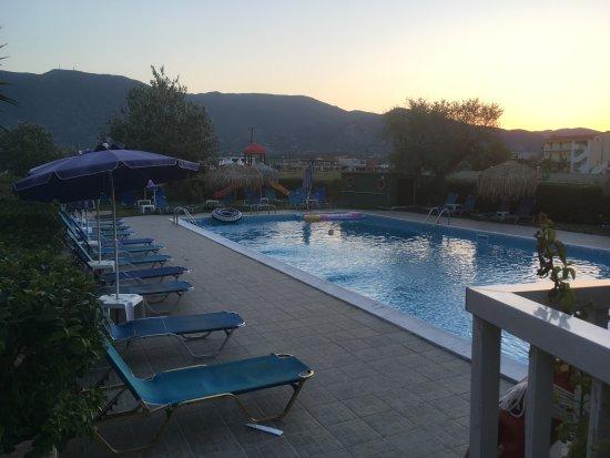 Grapevines Hotel Photo