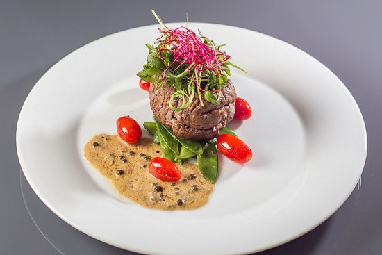 Parkhotel Brno: Beef sirloin steak with snow peas and cherry tomatoes
