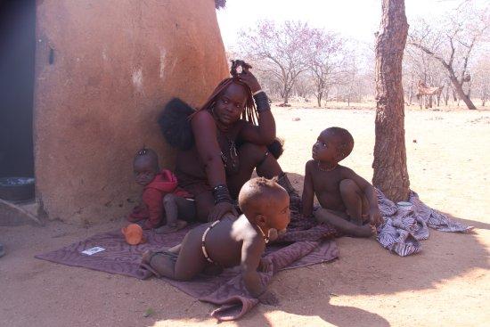 Kamanjab, Namibia: Una madre...