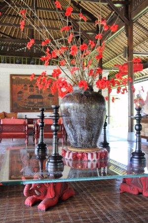 The Chedi Club Tanah Gajah, Ubud, Bali – a GHM hotel: La réception est un musée d'oeuvres d'art