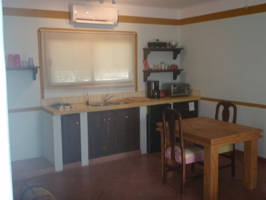 Hotel Los Pescadores: Kitchenette. Ammenities for the extended stay.