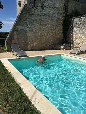 Les Leves-et-Thoumeyragues, Francia: une partie de la piscine