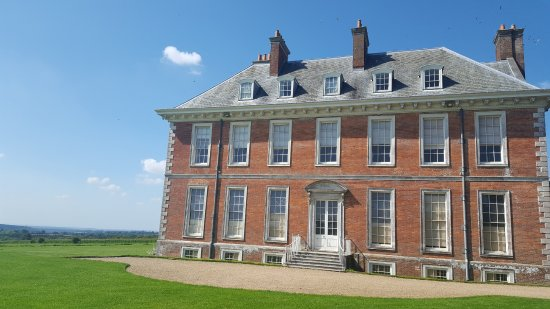 South Harting, UK: Uppark, with lots of House Marins flying around the eaves/rooftop
