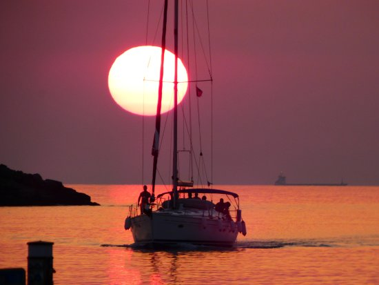 Blue Water Sailing Greece: Entering the harbor at sunset.