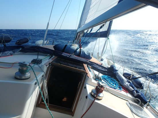 Blue Water Sailing Greece: Let the wind take you to amazing destiantions