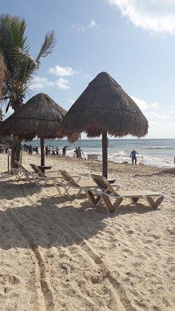 Hotel CalaLuna Tulum: spiaggia confronto con struttura a sinistra