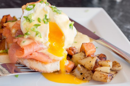 Duleek, Irlanda: Eggs Benedict at Sage&Stone is served with our house salad and roasties.