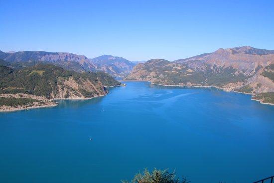 Lac Serre Poncon : Autour du lac picture of lac de serre poncon savines le lac