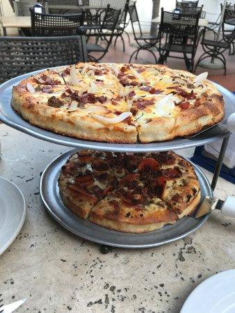 Yo Yo Mo's Pizza and Sports Bar: Pizza!