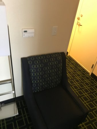 Fairfield Inn & Suites Tallahassee Central : additional chair in sitting area of the suite