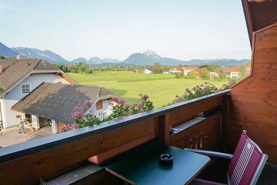 Hotel Garni Frauenschuh: Mountain view with a balcony