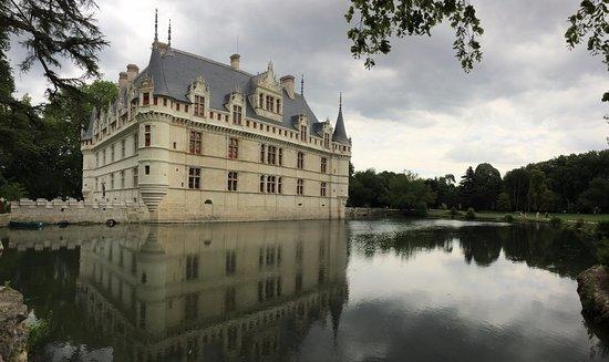 Façade arrière Château d\'Azay-le-Rideau - Picture of Chateau of Azay ...