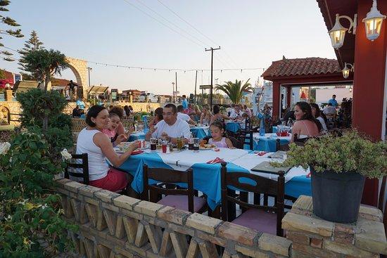Pandesia Restaurant: Wieczór z dobrym jedzeniem, w najlepszej restauracji w Kalamaki z najlepszą obsługą!