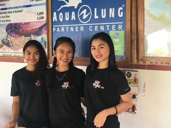 Badladz Dive Resort: Bar/Restaurant staff - Mary, Venessa & Mabel (R to L)