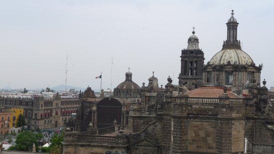 Hotel Catedral: VUE DEPUIS LA TERRASSE DE L'HOTEL : CATHEDRALE DE MEXICO