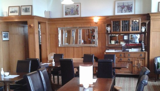 Prestonpans, UK: The cafe has a beautiful art deco interior with lots of old local photographs adorning the walls