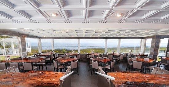 Gladstone, MI: Waterfront Dining Overlooking Lake Michigan