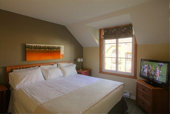Place St-Bernard: Lit king - Condo 2 chambres