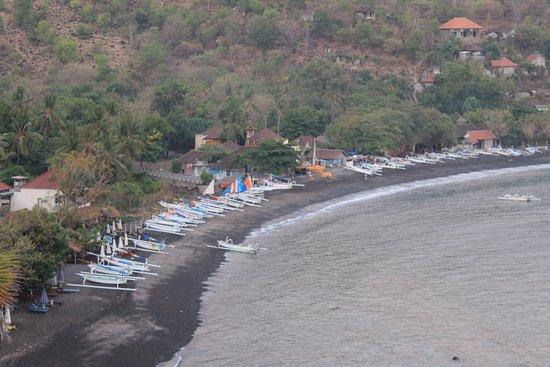 Kusuma-Jaya-Indah Resort: Beach nearby