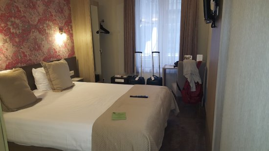 Hotel Leopold Brussels: Spazio letto-muro 30 cm