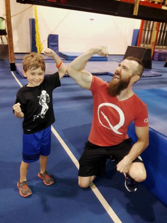 Marietta, Georgien: Coach Ryan Stratis with one of our young ninjas.