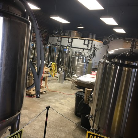 Jackson, Огайо: Inside the brewery and taproom