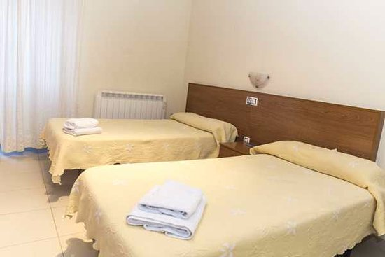 La Fuente de San Esteban, Spain: habitación con cama doble hotel restaurante casa de juanjo